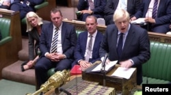 보리스 존슨 영국 총리가 3일 영국 하원에서 발언하고 있다.