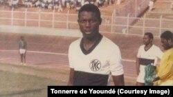 Georges Weah en 1988, en maillot du Tonnerre de Yaoundé.