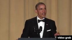 ABŞ prezidenti Barak Obama Ağ Evin Müxbirlər Assosiasiyasının ziyafətində çıxış edir