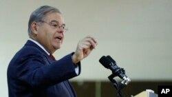 El senador por Nueva Jersey, Bob Menéndez propuso la ley PROFILE Act, que fue patrocinada por otros cuatro senadores demócratas.