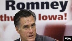 Mantan Gubernur Massachusetts, Mitt Romney sementara unggul dalam jajak pendapat sebagai Capres Partai Republik menjelang Kaukus Iowa (foto: dok).