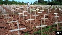 Mộ của nạn nhân của vụ diệt chủng ở Rwanda, trong vụ này 800.000 người sắc tộc Tutsi và Hutu ôn hòa đã bị thảm sát trong thời gian 3 tháng