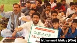 اسلام آباد میں جاری احتجاجی دھرنے میں شامل افراد