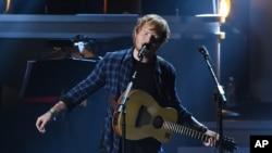 지난 2월 영국 가수 에드 시런(Ed Sheeran)이 미국 로스엔젤레스에서 공연하고 있다.