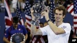 Andy Murray berhasil menjuarai AS terbuka, dan menjadi pria Inggris pertama yang berhasil menjuarai turnamen tennis grand slam dalam 76 tahun terakhir (foto: dok).