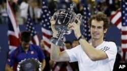 Andy Murray trở thành tay vợt người Anh đầu tiên giành được danh hiệu Grand Slam kể từ năm 1936