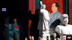 中国已故革命领袖毛泽东的瓷像