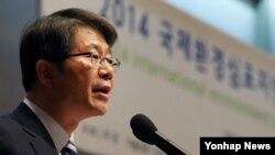 류길재 통일부 장관이 28일 서울 프레스센터에서 열린 DMZ 세계평화공원 국제환경심포지엄에서 축사를 하고 있다.