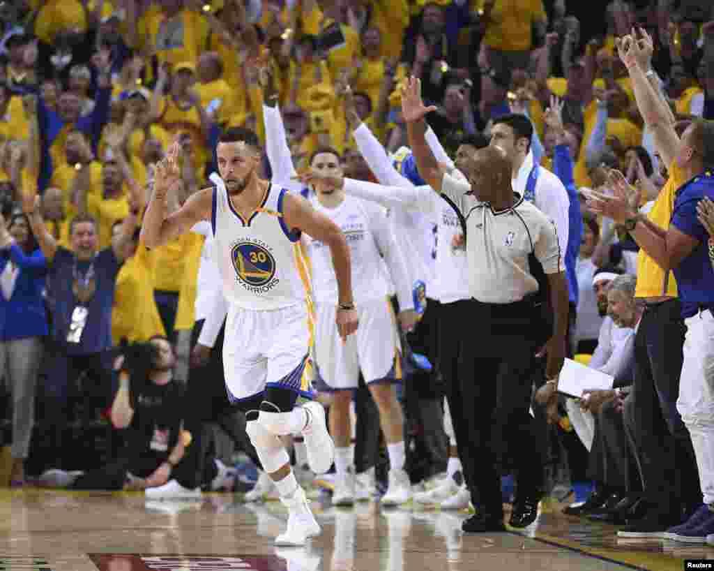 Hotunan wasanin karshe na NBA tsakanin Golden State Warriors da Cleveland Cavaliers, Stephen Curry, ranar Alhamis 1 ga watan Yuni, shekarar 2017.