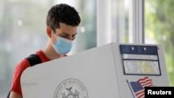 2021年紐約市長選舉初選階段,一名選民6月18日進行提前投票。