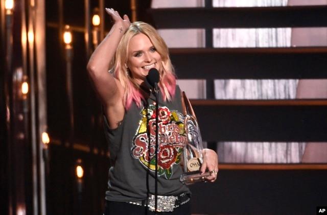 Miranda Lambert accepts the award for female vocalist of the year at the 49th annual CMA Awards at the Bridgestone Arena on Nov. 4, 2015, in Nashville, Tenn.