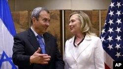 La secretaria de Estado de EE.UU., Hillary Clinton, se reunió con el presidente Simon Peres y con el ministro de Defensa israelí Ehud Barak.