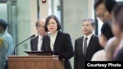 2016年7月2日下午,台灣總統蔡英文抵達台北桃園機場後發表簡短講話(台灣總統府)
