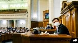 Президент Украины Владимир Зеленский на чрезвычайной сессии Верховной Рады. Киев, 30 марта 2020 г.