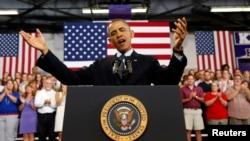 美國總統奧巴馬在伊利諾伊州一所大學發表講話
