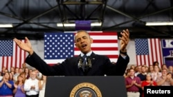 奧巴馬在伊利諾伊州蓋爾斯堡一所大學發表講話
