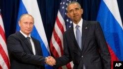 지난해 9월 미국 뉴욕 시 유엔 본부에서 정상회담을 가진 바락 오바마 미국 대통령(오른쪾)과 블라디미르 푸틴 러시아 대통령. (자료사진)