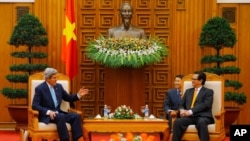 U.S. Secretary of State John Kerry, left, meets with Vietnamese Prime Minister Nguyen Tan Dung in Hanoi.