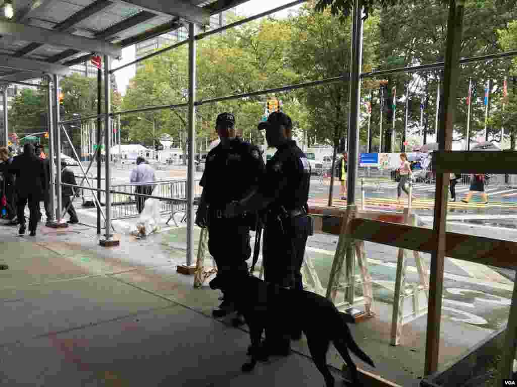 تدابیر امنیتی در خیابان های اطراف ساختمان سازمان ملل متحد در نیویورک