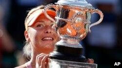 ျပင္သစ္ Open မွာ ဗိုလ္စဲြသြားတဲ့ ႐ုရွား တင္းနစ္စ္ မယ္ Maria Sharapova (ဂၽြန္ ၇၊ ၂၀၁၄)