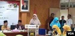 Anggota Fraksi PKS Ledia Hanifa Amaliah saat membuka diskusi RUU PKS di Ruangan Fraksi PKS di Gedung DPR. (Foto: VOA/Ahmad Bhagaskoro)