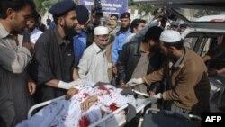 در زدوخورد با شورشیان، دست کم ۱۰ سرباز پاکستانی کشته شدند