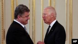 Петр Порошенко и Джо Байден. Архивное фото.