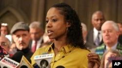 Professor di Wheaton College, Larycia Hawkins berbicara kepada media di Chicago, Ill., 6 Januari 2016.