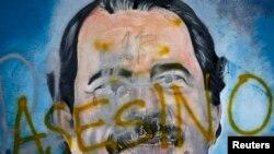 """Le qualificatif """"meurtrier"""" en espagnol sur un dessin mural du président du Nicaragua, Daniel Ortega, le 26 mai 2018, dans le cadre de manifestations anti-gouvernementales demandant sa démission à Managua, au Nicaragua."""