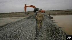 حدود ۴۰ هزار روستای افغانستان برای اتصال با مراکز ولسوالی ها به ۹۰ هزار کیلومتر جاده نیاز دارد