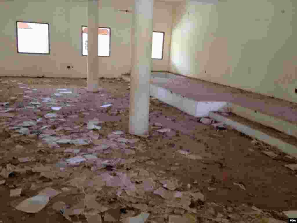 L'intérieur d'une église détruite par les islamistes