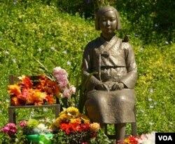 加州的慰安妇塑像(美国之音国符拍摄)