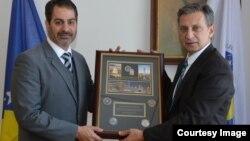Predstavnik FBI uručio plaketu Osmanu Mehmedagiću, direktoru Obavještajno sigurnosne agencije BiH