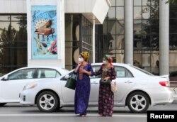 Turkmaniston ayollari, Ashgabat, Turkmaniston 2020-yil, 15-iyul