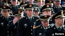 中国军队代表前往北京人民大会堂参加人大会议(2015年3月4日)