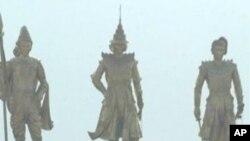 缅甸军政府在内比都为三大英雄帝王塑造的巨像远远便能看到