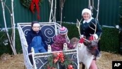 กวางเรนเดียร์กับอูฐให้เช่าช่วยเติมสีสันให้เทศกาลเฉลิมฉลองวันคริสต์มาสในสหรัฐ