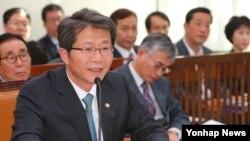 한국의 류길재 통일부 장관이 지난 4일 열린 국회 외교통일위원회에서 의원질의에 답변하고 있다.
