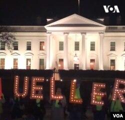 Los manifestantes protestan frente a la Casa Blanca contra los esfuerzos por socavar la investigación de Mueller.