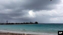 Bầu trời tối sầm khi bão Joaquin đi qua khu vực quần đảo Bahamas sáng ngày 2/10/2015.