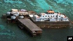 Các loại cá và cầu gai biển mang bán được nuôi trồng tại bãi đá Mischief mà Việt Nam gọi là Vành Khăn thuộc quần đảo Trường Sa trên biển Đông.