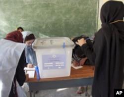 美国帮助阿富汗妇女参加议会选举