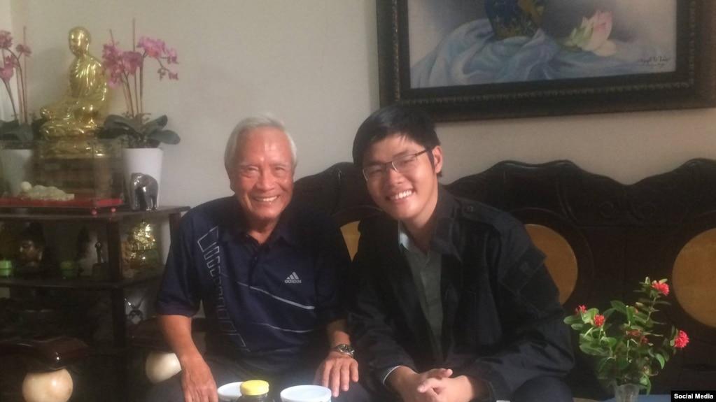 Nhà tranh đấu Trần Hoàng Phúc (phải) và nhà tranh đấu Nguyễn Đan Quế, tháng 4, 2017. (Facebook Lê Thăng Long)