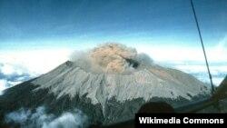 Gunung Raung di Jawa Timur. (Wikipedia)