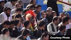 کابل کې د کرکټ مینه وال د خاصې مینې سره میدان ته ورځي