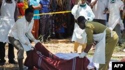 Equipa de emergência trabalham no resgate de corpos das vítimas do naufrágio do MV Nyerere no Lago Vitória, Tanzânia. 22 Set., 2018.