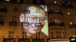 劉曉波巨幅照片出現在奧斯陸大酒店的外牆 (資料圖片)