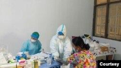 အခမဲ့ Fever Clinic ေဆးခန္း (PHOTOS CREDIT TO Community Fever Clinic - Yangon Network Fb and Dr Kyaw Swar Oo)
