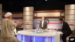 TV pemerintah Iran menyiarkan acara debat Presiden (foto: dok). Depkeu AS mengumumkan sanksi dengan memblokir akses keuangan beberapa lembaga penyiaran Iran.
