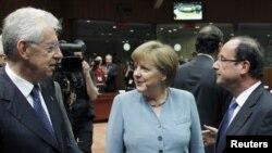Perdana Menteri Italia Mario Monti, Kanselir Jerman Angela Merkel dan Presiden Perancis Francois Hollande menghadiri pertemuan informal KTT Uni Eropa di Brussels (23/5).